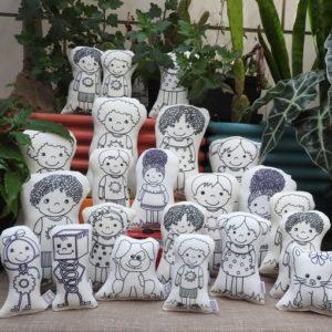 Bonecos e família